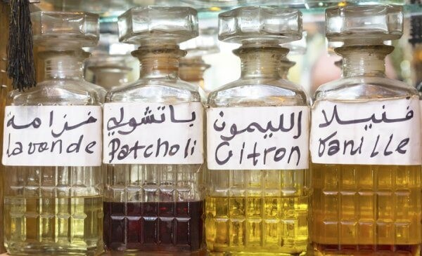 Essences and Arabic fragrances (Lavender, Patchouli, lemon and vanilla)