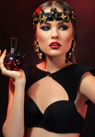 You are currently viewing Does Perfume Expire – How to Preserve Perfume