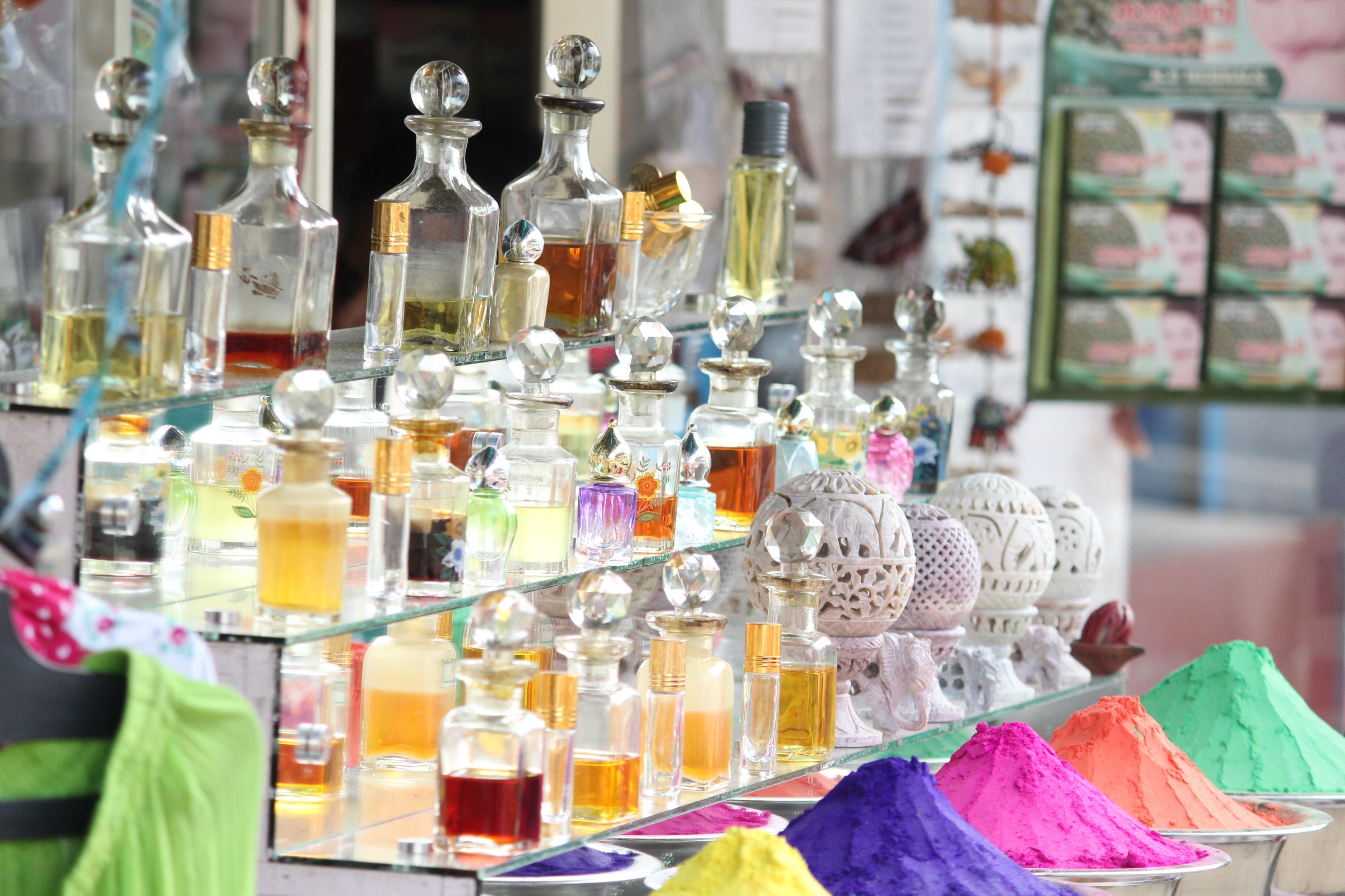 How to Apply Perfume?